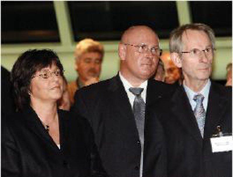 Keine Eiszeit: Ministerin Ulla Schmidt Seite an Seite mit dem KBV-Vorsitzenden Köhler und BÄK-Präsidenten Hoppe (v. l.) Foto: Georg J. Lopata