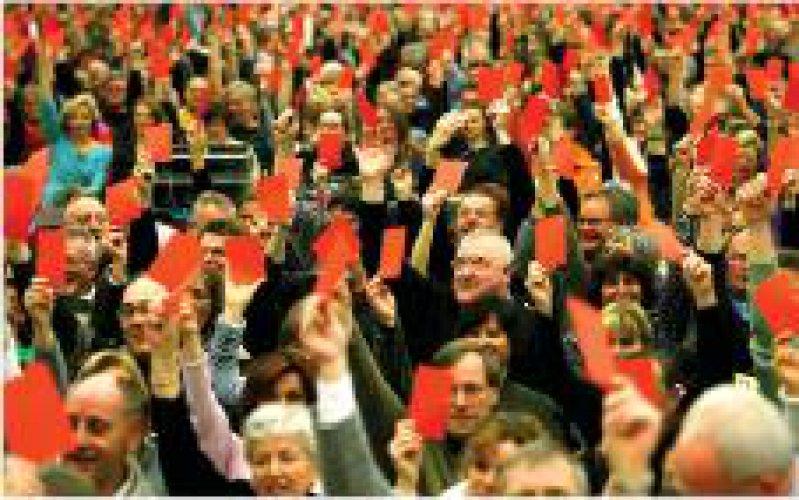 Sindelfingen: Rote Karten für die Sparmaßnahmen im Gesundheitswesen Foto: ddp