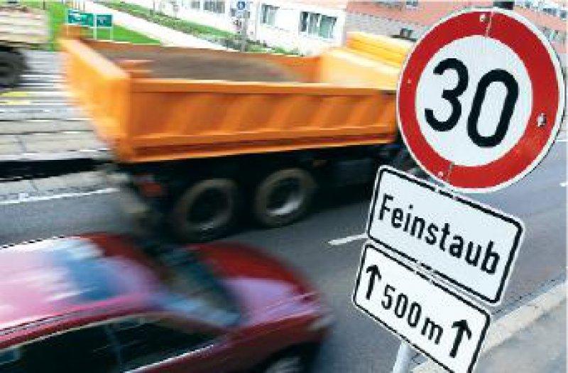 Geschwindigkeitsbegrenzungen sollen die Feinstaubbelastung vermindern. Foto: ddp