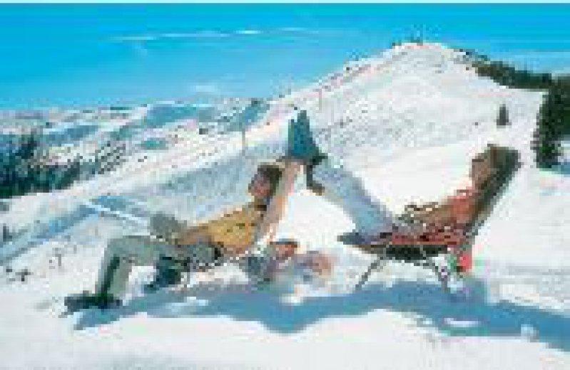 Wintersport: das Sonnenbad abseits der Skipiste Foto: Saalfelden Leogang Tourismus