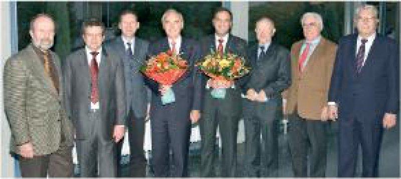 Foto: Tumorzentrum Heidelberg/Mannheim Von links: Dr.Wolfgang Henkel und Thomas Bürg, Stifterverband der Deutschen Wissenschaft, Prof. Dr. Dr. h. c. Markus Büchler,Vorsitzender des Tumorzentrums, die Preisträger Prof. Dr. Dr. h. c. Werner Hohenberger, Erlangen, und Prof. Dr. Dr. h. c. Peter M. Schlag, Berlin, Prof. Dr. Dr. Michael Wannenmacher, ehemaliger Vorsitzender des Tumorzentrums, Prof. Dr. Peter Drings, Mitbegründer des Tumorzentrums, Prof. Dr. Dr. h. c. Christian Herfarth, ehemaliger Vorsitzender des Tumorzentrums