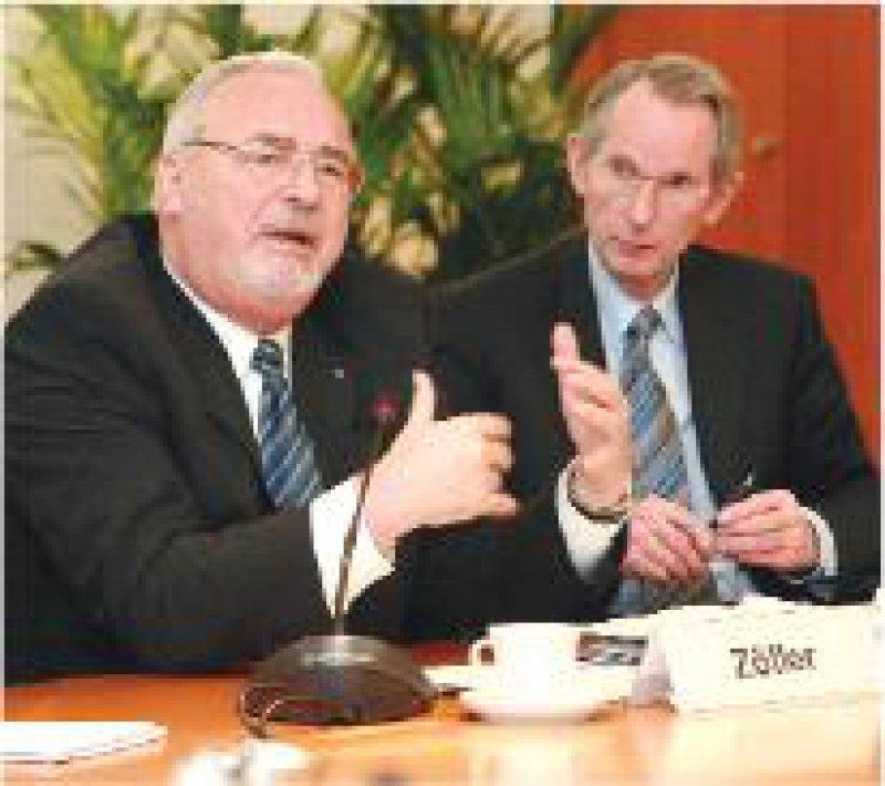 Zu Gast beim Bündnis Gesundheit:Wolfgang Zöller (mit BÄK-Präsident Hoppe, r.) Foto: Georg Lopata