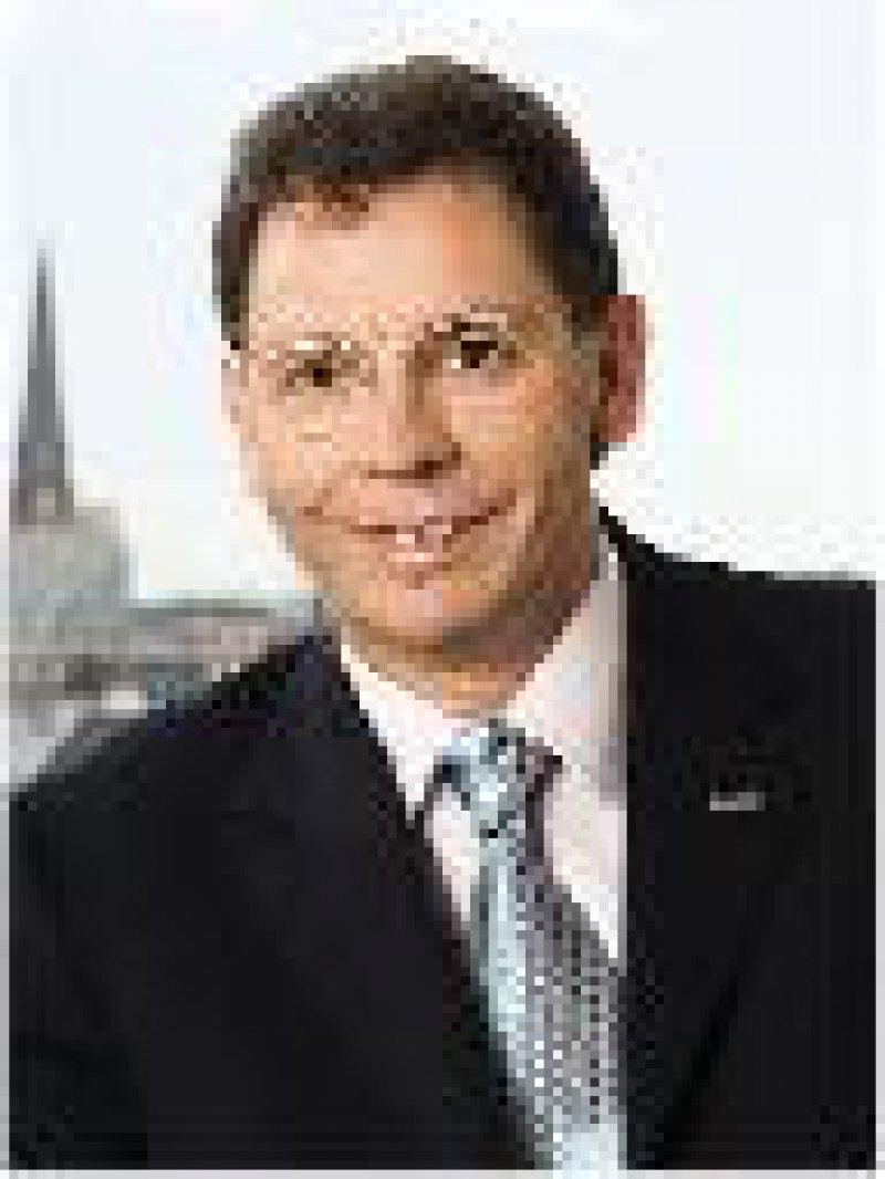 Foto: DAK Prof. Dr. Herbert Rebscher (50) ist Vorstandsvorsitzender der DAK. Bei der zweitgrößten bundesweiten Ersatzkasse sind rund 6,2 Millionen Menschen versichert.