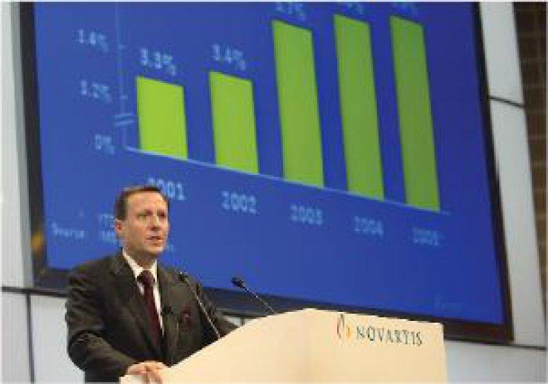 Rekordgewinn – wie gewohnt: Novartis-Chef Daniel Vasella präsentiert in Basel das Konzern- Ergebnis. Foto: dpa