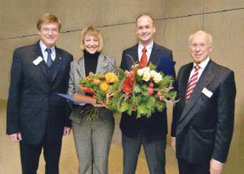 Prof. Dr. Dr. Ralf W. Dittmann (Lilly Deutschland GmbH), die Preisträger Dr. Susanne Walitza und Prof. Dr. Christoph Wewetzer, Prof. Dr. Dr. Martin H. Schmidt (v. l. n. r.) Foto: Lilly Deutschland GmbH