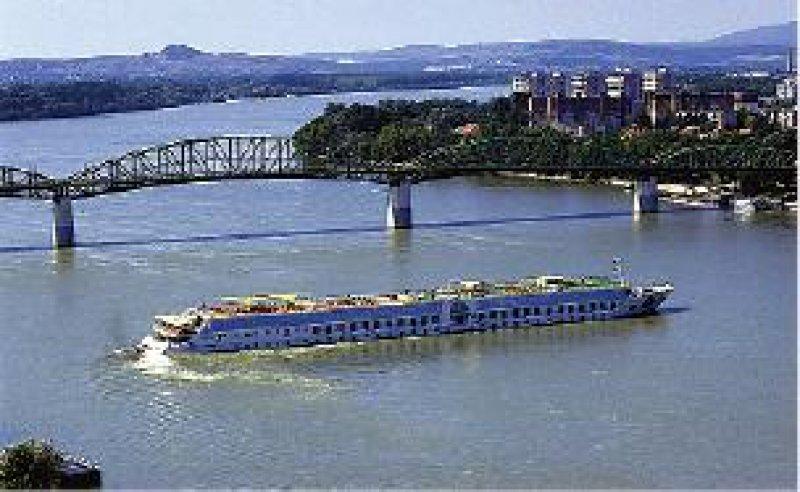 Von Passau bis Budapest und zurück führt die Kreuzfahrt an Bord der A-Rosa Riva. Knipper-Kimmel-Reisen GmbH