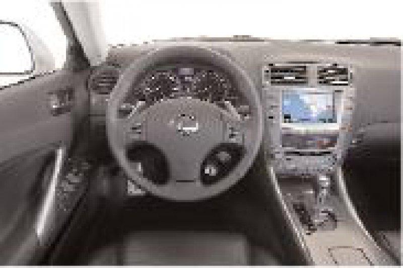 Gut gelungen: Das Cockpit im Lexus IS ist übersichtlich und funktional angeordnet.