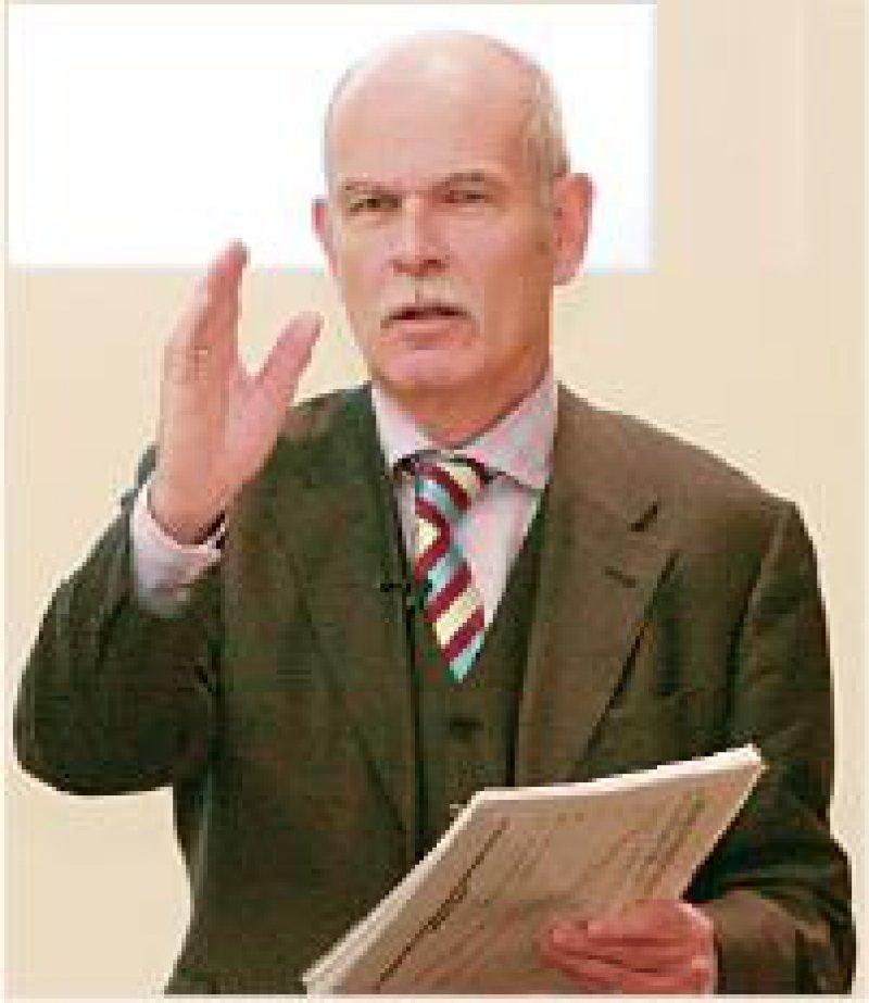 """""""Es gibt Gemeinsamkeiten zwischen den Konzepten"""", betont Prof. Dr. rer. pol. Eberhard Wille. Eine Bürgerversicherung funktioniere auch mit Kopfpauschalen."""
