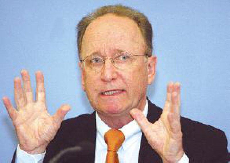 Der Vorstandsvorsitzende der Barmer Ersatzkasse, Dr. med. Eckart Fiedler, warnt vor einem Milliardendefizit der Gesetzlichen Krankenversicherung im nächsten Jahr. Foto: ddp