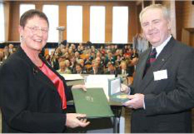 Kammerpräsidentin Ursula Stüwe und Alfred Möhrle Foto: Rainer Wohlfahrt