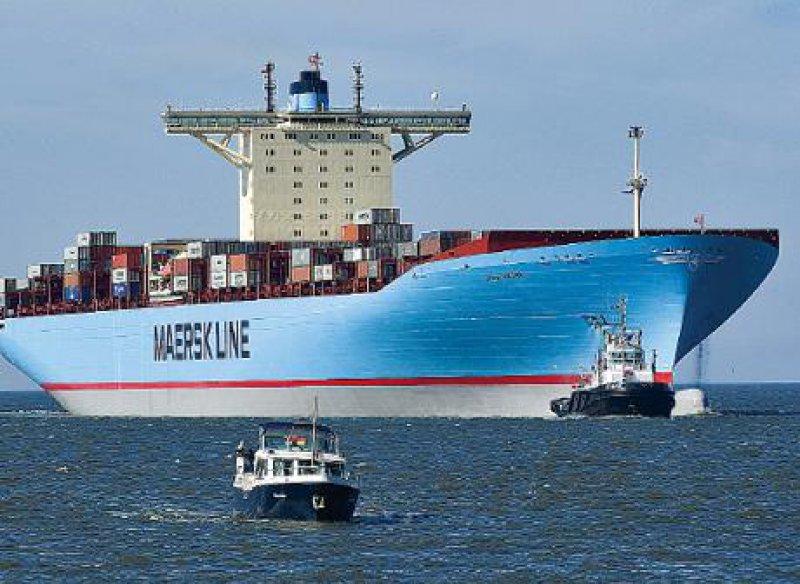 Mit 398 Metern Länge und 56 Metern Breite das größte Containerschiff: Emma Maersk. Foto: ddp
