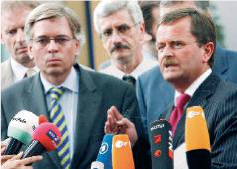 Neue alte Gegner: TdLVerhandlungsführer Hartmut Möllring (links) und MB-Vorsitzender Frank Ulrich Montgomery Foto: dpa