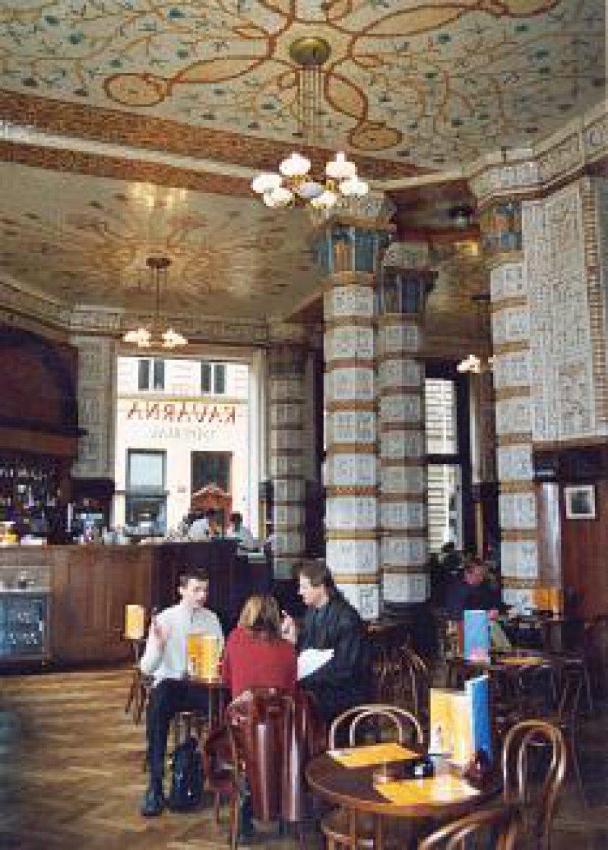 Einkehr zu Kaffee und Krapfen: Das Café Imperial an der Na Porici gilt immer noch als ein Geheimtipp. Foto: Manfred Lädke