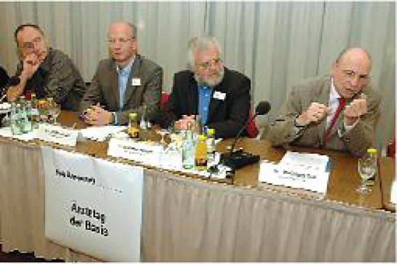Martin Grauduszus (2. v. l.) plädiert für den Ausstieg aus dem Sachleistungsprinzip. Foto: Johannes Aevermann