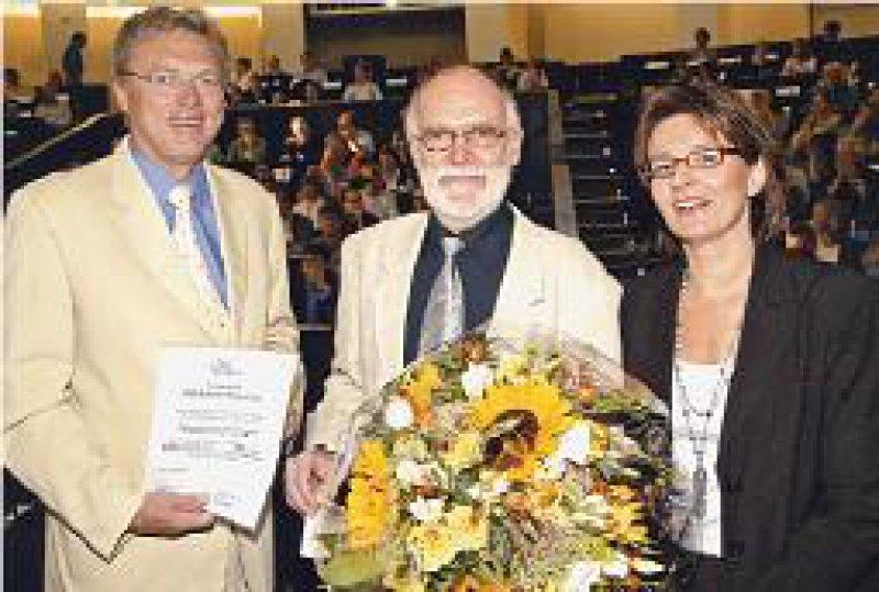 Carl Peter Bauer, Erster Vorsitzender der GPA, Rüdiger Szczepanski, Vorsitzender der AGAS, Kerstin Kaniecki-Loop, Firma Phadia (von links). Foto: MasterMedia GmbH