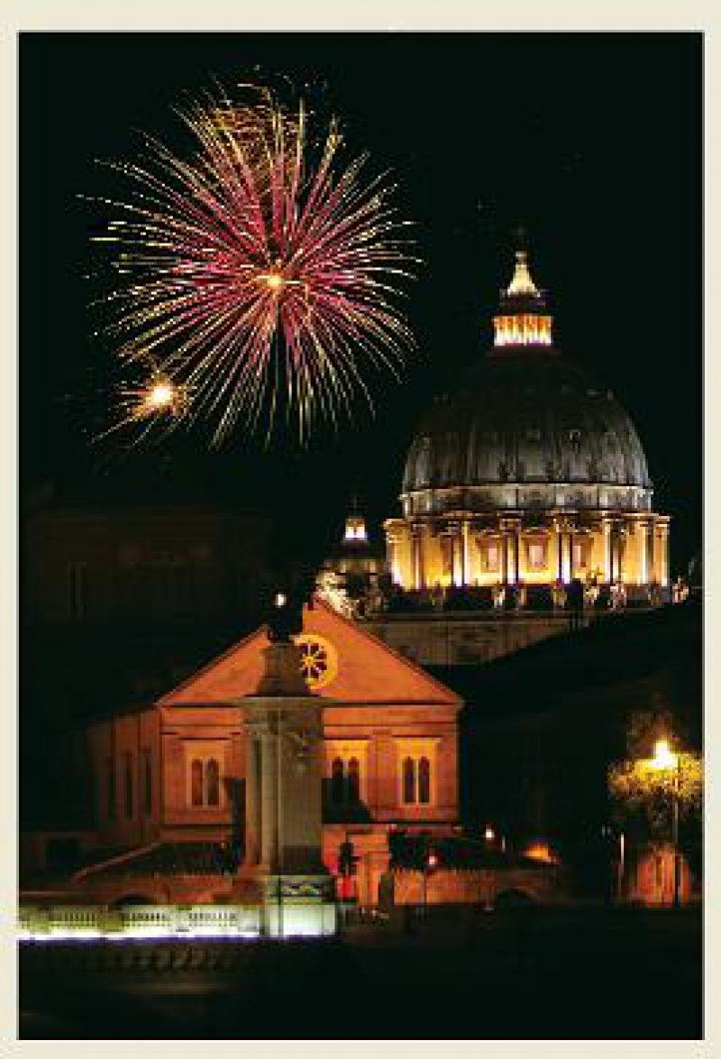 Feuerwerk über dem Petersdom: festliche Stimmung im nachweihnachtlichen Rom