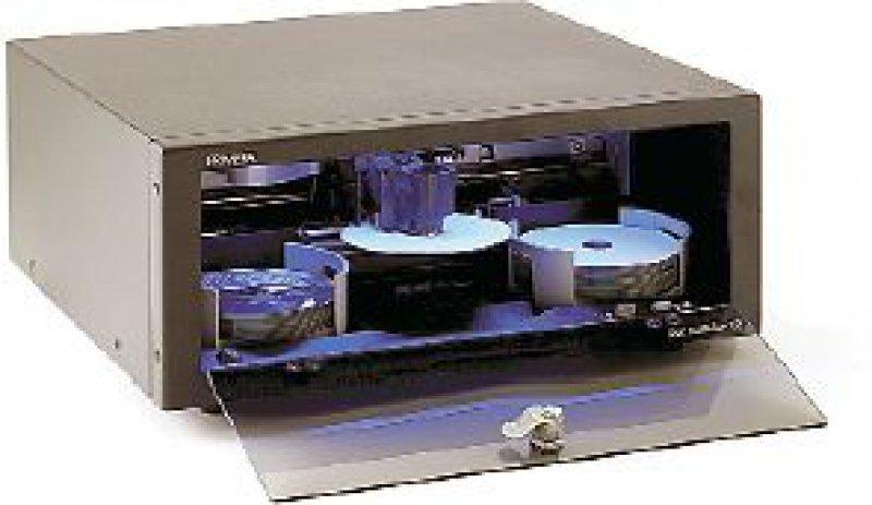 Wegen des blauen Lichts beim Brennvorgang und seines futuristischen Aussehens ist das Dupliziergerät auch optisch ein Highlight.