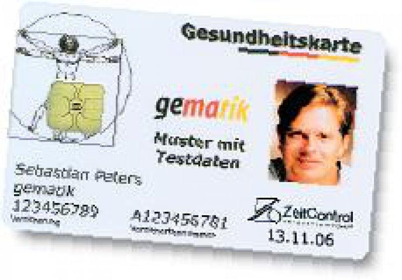 """Die ersten """"echten"""" Gesundheitskarten wurden bei der Fachmesse Medica 2006 an vier Versicherte der Barmer, der DAK und der TK ausgegeben."""