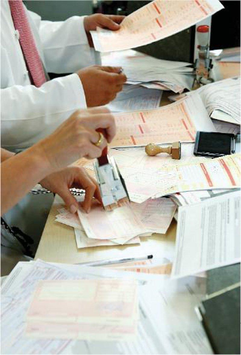 Niedergelassene Vertragsärzte klagen über die zunehmende Bürokratie, die immer mehr Zeit in Anspruch nimmt. Foto: Georg J. Lopata