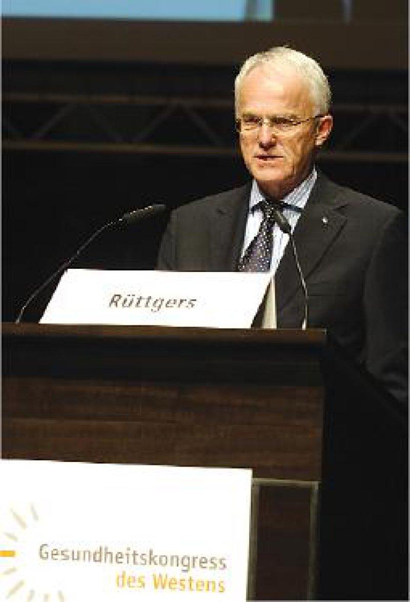 """""""Gewaltige wirtschaftliche Potenz"""" – Ministerpräsident Jürgen Rüttgers hofft auf bis zu 200 000 neue Arbeitsplätze bis 2017 in der Gesundheitswirtschaft. Foto: Susanne Schmidt-Dominé"""