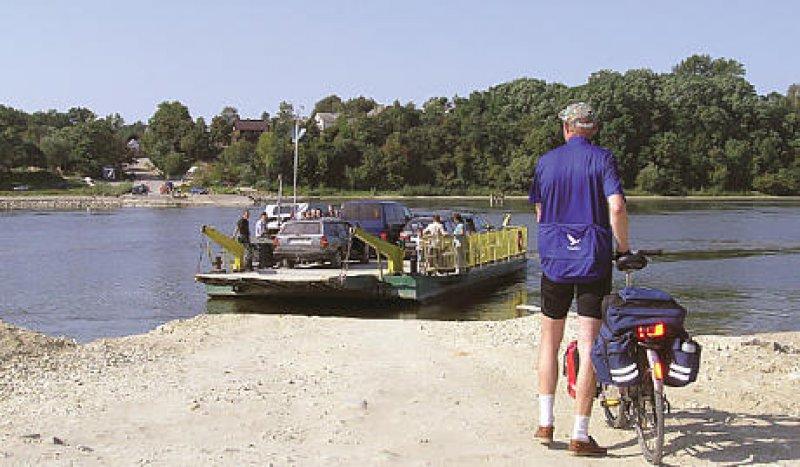 Fähranleger zwischen Kazimierz Dolny und Sandomierz: Auf einer Tour de Pologne stößt man immer wieder auf die Wisla (Weichsel). Fotos: Ursula Hörner
