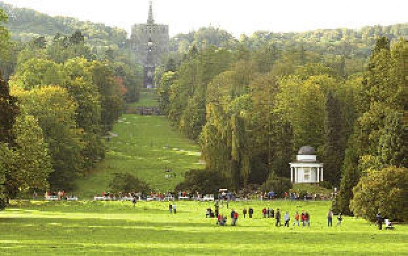 Gigantisch wirkt der Herkules im Bergpark Wilhelmshöhe.