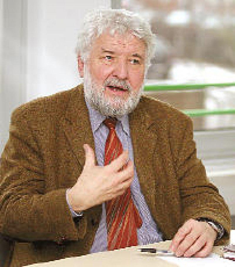 """Prof. Dr. Rainer Richter: """"Nicht hinnehmbar sind Wartezeiten von bis zu einem Jahr auf einen Therapieplatz."""" Foto: Eberhard Hahne"""