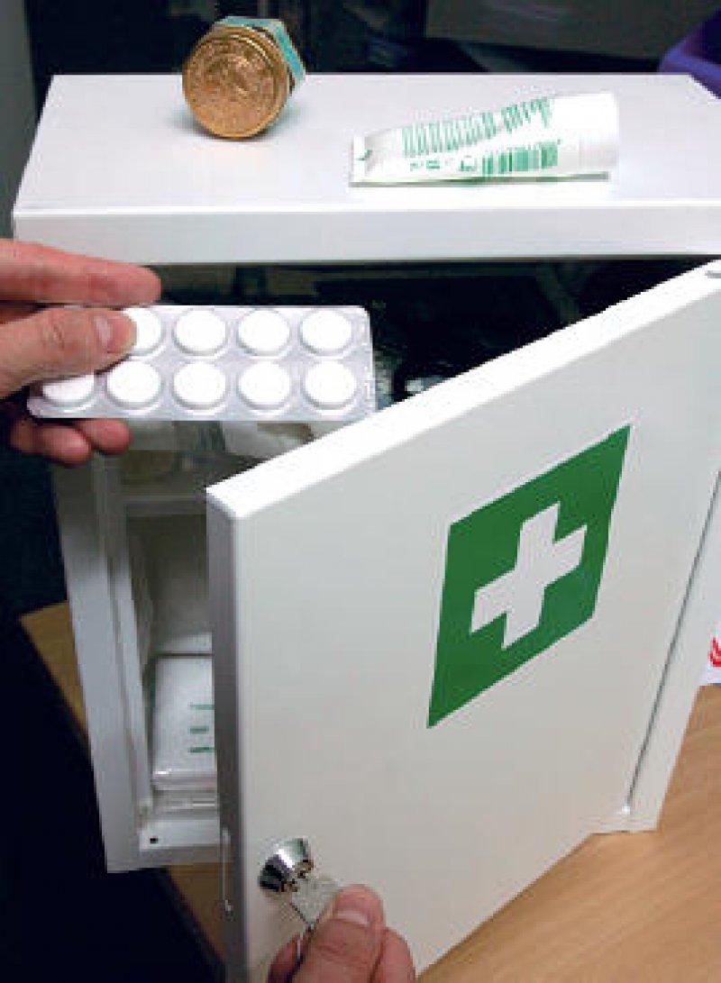 Letzter Blick: Jedes zweite in Deutschland verordnete Medikament bleibt ungenutzt in der Hausapotheke. Foto: ddp