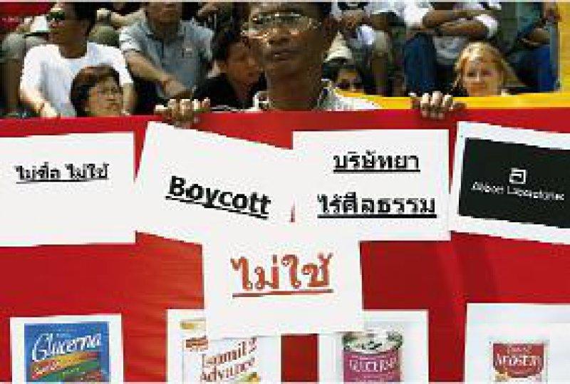 Aufruf zum Boykott: Aidsaktivisten protestierten Mitte März in Bangkok gegen das Vorgehen von Abbott. Foto: picture-alliance/epa