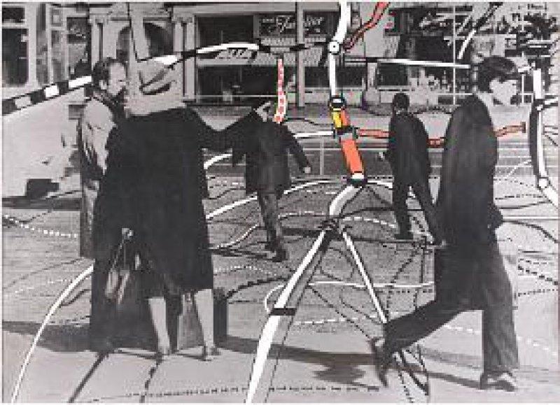 """Peter Brüning """"Straßenszene Nr. 4"""", Offsetdruck in Schwarz und Silber nach einem Foto, auf Spanplatte aufgezogen, farbig übermalt, 95 × 126 cm, rückseitig betitelt, signiert und datiert 66/67 (Werkverzeichnis Otten Nr. 662). Foto: Eberhard Hahne; VG Bild-Kunst, Bonn 2007"""