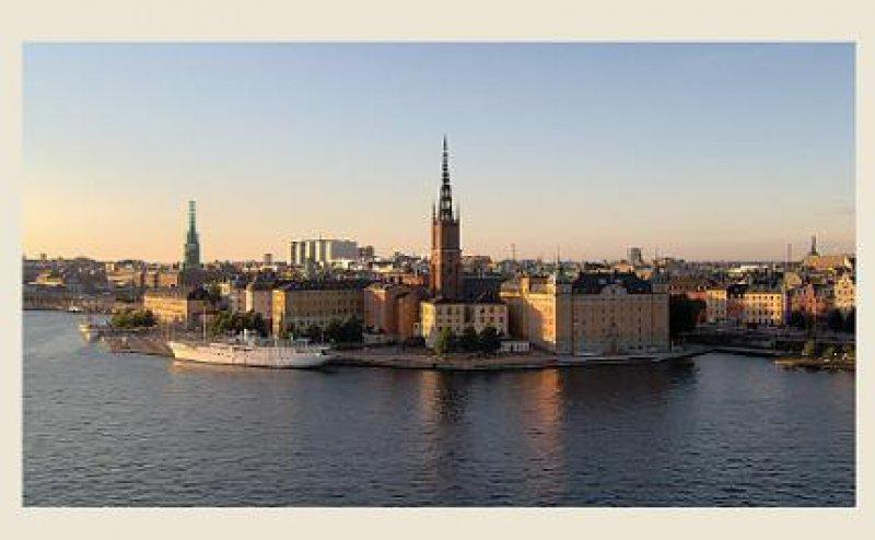 Stockholm: Hinter der beschaulichen Insel Riddarholmen erstreckt sich die Altstadt. Foto: Mondial Tours