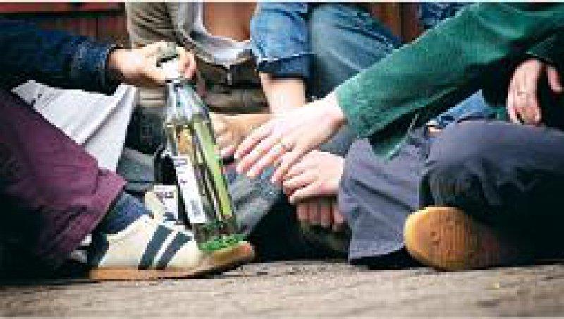 Alkoholvergiftung: Die Zahl der Kinder und Jugendlichen, die stationär behandelt wurden, stieg innerhalb von fünf Jahren um 50 Prozent. Foto: Photothek.net