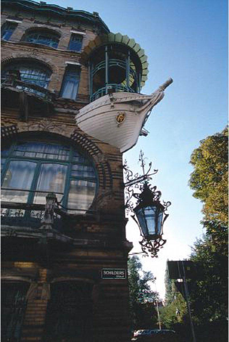 Je ausgefallener und fantastischer die Fassaden in Zurenborg prunkten, desto höher fiel der Miet- oder Kaufpreis aus. Foto: Roland Groß