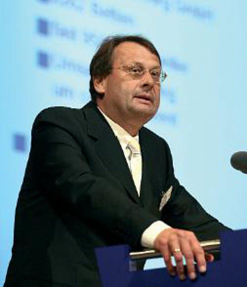 Wolfgang Pföhler will an jede Rhön- Klinik ein Medizinisches Versorgungszentrum angliedern. Foto: ddp