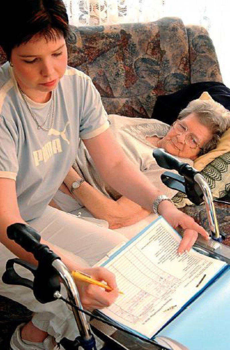 """Der Grundsatz """"ambulant vor stationär"""" soll mit der Pflegereform weiter gestärkt werden. Foto: dpa"""