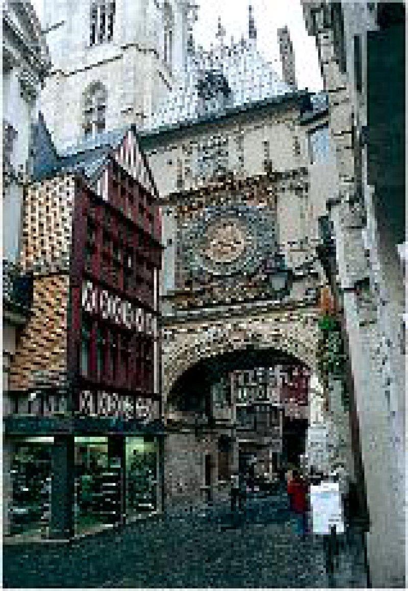 """Wahrzeichen Rouens: Der Zeiger der """"Gros Horloge"""" markiert allein die Stunden."""