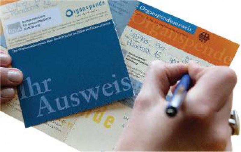 Foto: ddp Maximal jeder fünfte Deutsche hat Schätzungen zufolge einen Organspendeausweis.