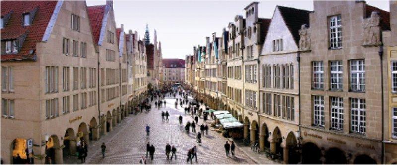 Münsters gute Stube: Der Prinzipalmarkt mit seinen Giebelhäusern und Bogengängen. Foto: Presseamt Stadt Münster/Tilman Roßmöller