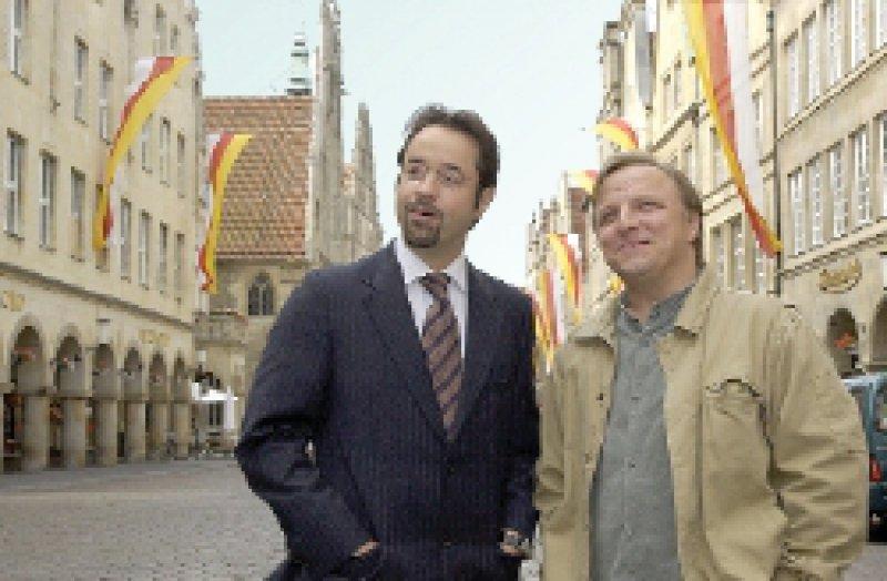 """Botschafter der Stadt: Der exzentrische Rechtsmediziner Professor Karl- Friedrich Boerne Jan Josef Liefers, links) und Kommissar Frank Thiel (Axel Prahl) vom """"Tatort"""" in Münster. Foto: Presseamt Stadt Münster"""