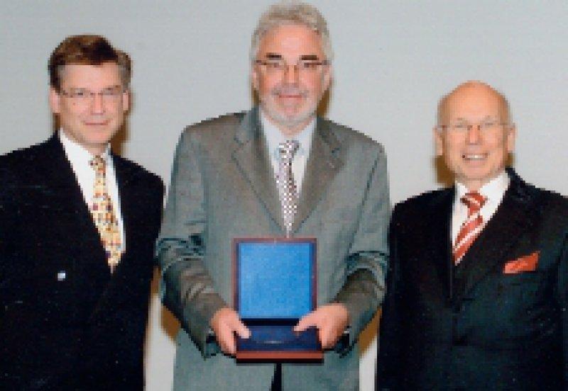 Ralf W. Dittmann, Lilly Deutschland, Manfred Laucht, Preisträger, und Martin H. Schmidt (von links). Foto: Lilly Deutschland GmbH
