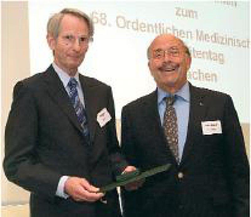 Jörg-Dietrich Hoppe und Gebhard von Jagow. Foto: Universitätsklinikum Aachen