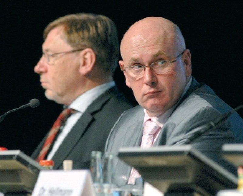 Aus nach nur zweieinhalb Jahren? Die Vertreterversammlung stimmt über die Vorstände Andreas Köhler (r.) und Ulrich Weigeldt ab. Foto: Jürgen Gebhardt