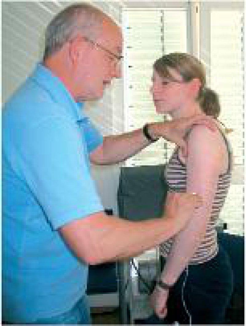 Junge Frauen können sich künftig zulasten der Krankenkassen gegen Gebärmutterhalskrebs impfen lassen. Foto: ZERUTTA