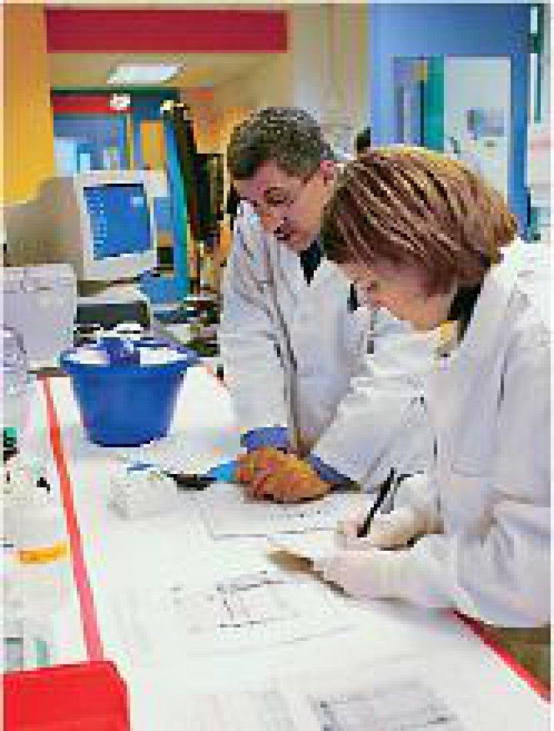 Wer über die ärztliche Tätigkeit hinaus wissenschaftliche Forschung betreibt, wird dafür bestraft. Foto: Mauritius Images