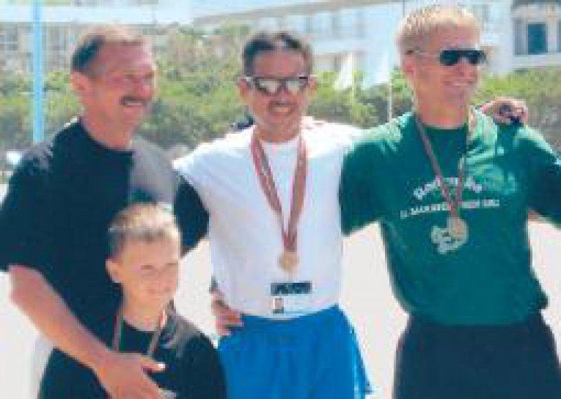 Der zweitplatzierte Dariusz Labudzki, Polen, Halbmarathon- Sieger Bernd Fritsch und der drittplatzierte Aleksander Sosteric, Slowenien (von links). Foto: privat