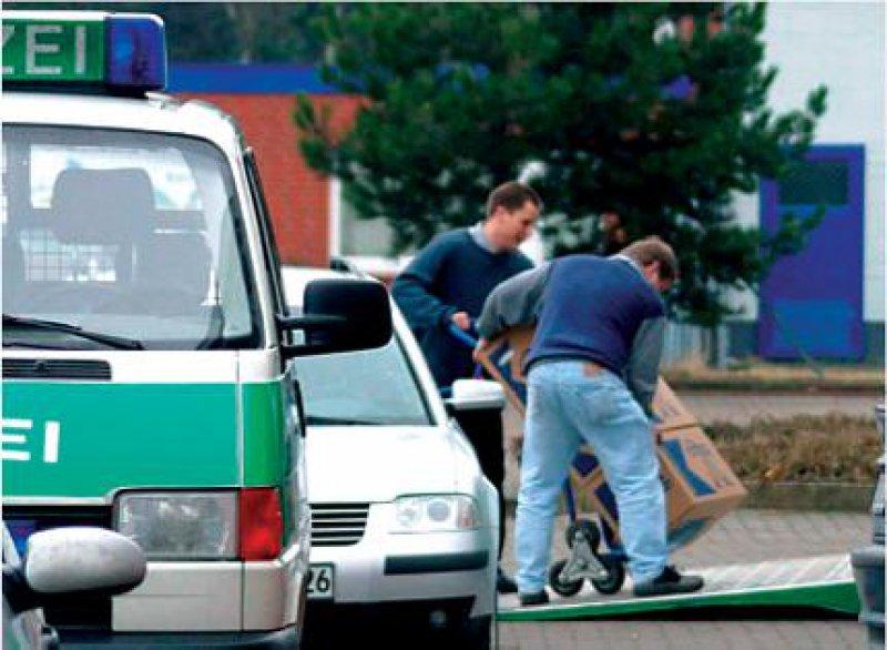 Im Visier der Fahnder: Bei Verdacht auf Abrechnungsbetrug von Ärzten gehen die Staatsanwaltschaften oft sehr rigoros vor – beispielsweise beim Beschlagnahmen von Unterlagen. Foto: dpa