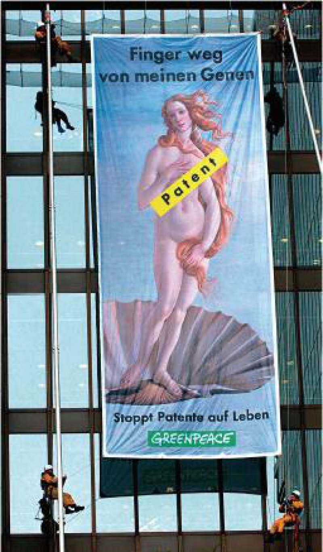 Die Organisation Greenpeace demonstrierte immer wieder, wie hier vor dem Europäischen Patentamt, gegen die Patente auf Gene und Lebewesen. Foto: dpa
