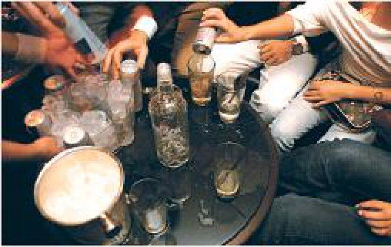 Die Zahl schwerer Alkoholvergiftungen bei Jugendlichen sank im Modellprojekt stetig. Foto: Visum