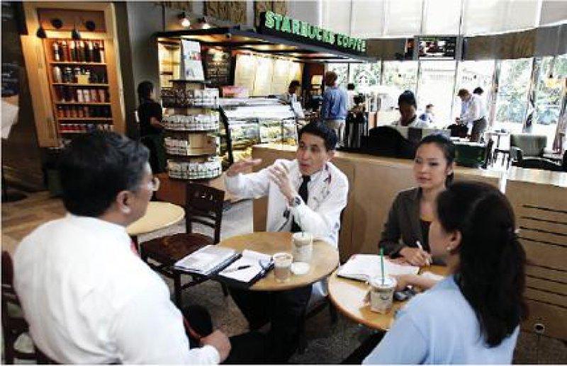 Bumrungrad International Hospital, Bangkok: Die Nachfrage nach bezahlbaren und qualitativ hochwertigen medizinischen Leistungen bei ausländischen Patienten steigt. Fotos: AP Photo