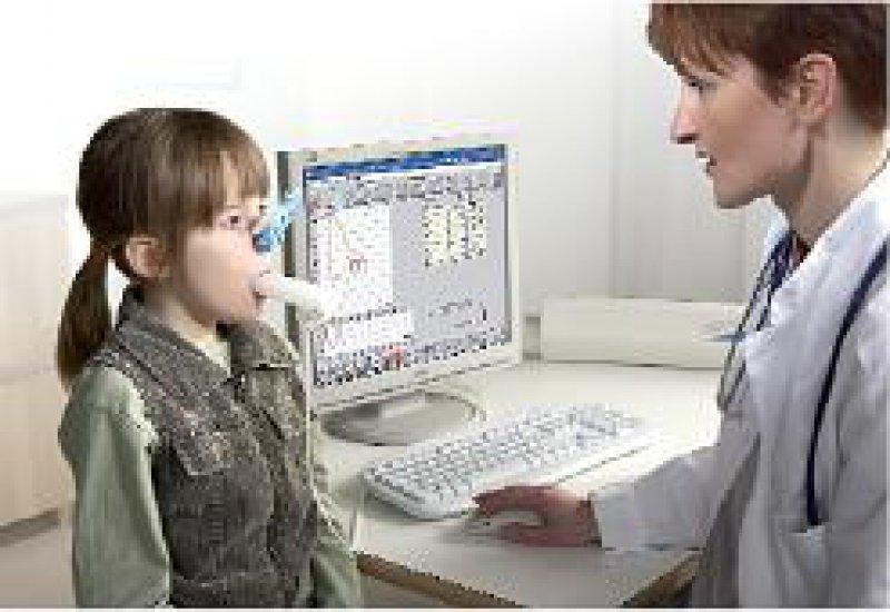 Der Lungenfunktionstester SpiroStar lässt sich direkt mit einem PC verbinden.